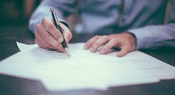 Uomo che scrive